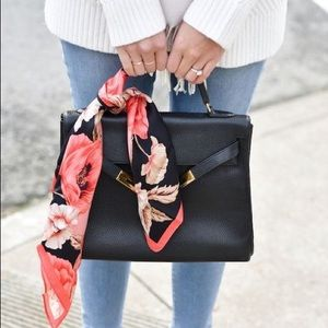Free Scarf Or Jewellery With Bag Purchase👜